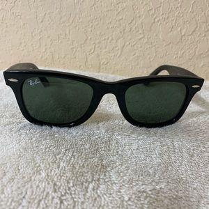 Ray Ban Wayfarer Sunglasses Black USED Condition